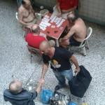 Ο Σταύρος αποχαιρετά τους συγκρατούμενους του στις φυλακές Κορυδαλλού
